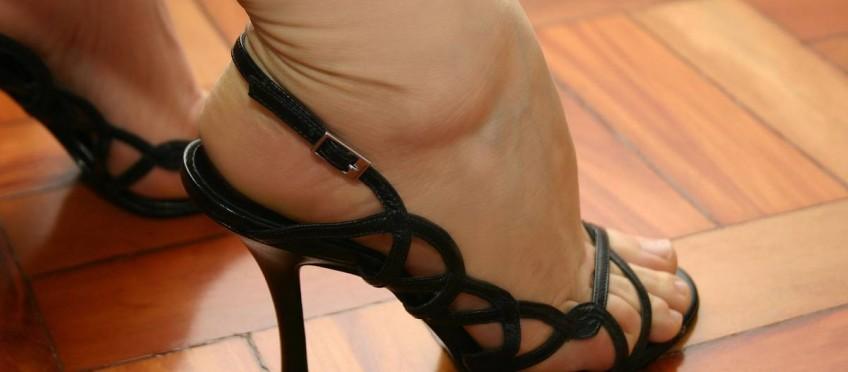 Wie High Heels männliches Verhalten beeinflussen