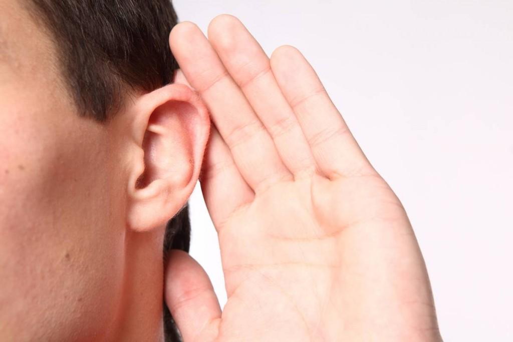Zuhörender Mensch